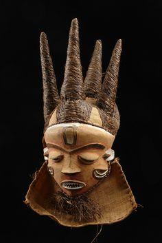 """Mask """"phumbu"""", D. R. Congo, Pende"""