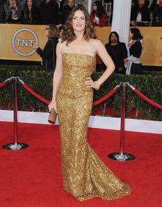 Pin for Later: Ein Tribut an Oscar de la Renta und seine schönsten Kleider auf dem roten Teppich Jennifer Garner Die Goldmedaille hatte sich Oscar mit diesem Kleid bei den Screen Actors Guild Awards im Jahr 2013 verdient.