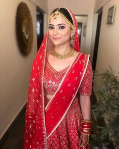 Brides who prove Minimal Dupattas are Cooler than the Heavier Ones Wedding Outfits For Women, Indian Bridal Outfits, Bridal Dresses, Bridal Looks, Bridal Style, Bridal Dupatta, Wedding Bride, Wedding Lehanga, Wedding Gowns
