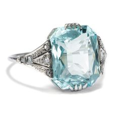 A magnificient Art Déco Aquamarine Ring, Netherlands, 1928 ca. Made of White Gold with Rose Cut Diamonds.