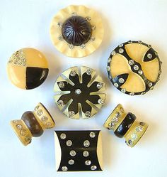 ¤ Vintage Black & Ivory Coloured Celluloid Buttons with pastes.