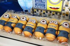 Image from http://cdn.homedit.com/wp-content/uploads/2014/10/minion-cakes.jpg.