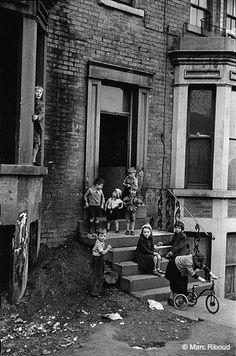 Marc Riboud, Vintage Photographs, Vintage Photos, Leeds City, Glasgow City, Uk Photos, Famous Photographers, Slums, Women In History