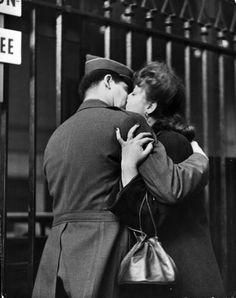 WWII kiss goodbye