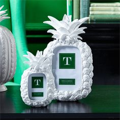 S/2Pineapple Pic Frame in Wht 2 1/2 x 3 1/2, 4 x 6 © Two's Company