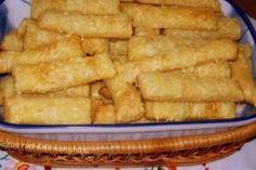 A tészta hozzávalói: 30 dkg liszt 25 dkg margarin 1 db 175 gr-os tejföl pic. Snack Recipes, Snacks, Hungarian Recipes, Onion Rings, Apple Pie, Rum, Recipies, Muffin, Bacon