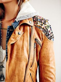 Embellished Classic Biker Jacket for a boho chic. more than just boho! Looks Street Style, Looks Style, Estilo Hippie, Look Fashion, Womens Fashion, Fashion Photo, Fashion News, Runway Fashion, Fall Fashion