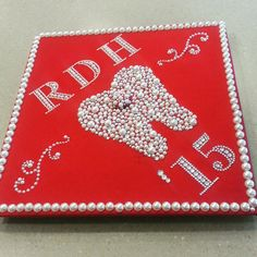 I think I will do this for my bestie's graduation cap for dental hygiene