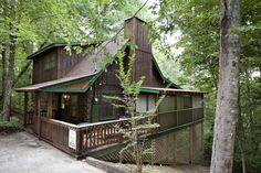 Sleepy Bear #Gatlinburg Cabin Photo. Gorgeous log cabin with two MASTER suites, HOT TUB, DSL internet connection, unlimited long distance calling, convenient to town and easy paved access. Very spacious log #cabin with TWO master suites. Four TVs, DVDS, hot tub on screened-in back porch…