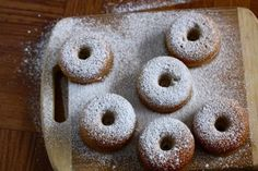 Baked Pumpkin Spice Donuts-must try! Vegan Donut Recipe, Baked Doughnut Recipes, Baked Doughnuts, No Bake Desserts, Just Desserts, Doughnut Cake, Baked Pumpkin, Pumpkin Spice, Bread And Pastries