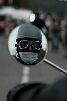 I see you!!! #CafeRacersSA #caferacer #vintage #mirror #helmet #goggles
