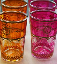 Pink and orange Moroccan tea glasses Moroccan Theme, Moroccan Style, Moroccan Colors, Hipster Decor, Tea Glasses, High Tea, Colored Glass, Bunt, Decoration