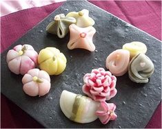 Rice Cakes from the Seoul Eats Rice Cake Competition. Tteok is a Korean cake mad. Rice Cakes from the Seoul Eats Rice Cake Competition. Tteok is a Korean cake made with glutinous rice flour that is Korean Rice Cake, Korean Sweets, Korean Dessert, Korean Food, Japanese Wagashi, Japanese Sweets, Japanese Food, Japanese Pastries, Kinds Of Desserts