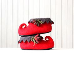Christmas fairy elf shoes - women slippers - felted wool slippers - red grey house shoes - made to order by AgnesFelt on Etsy