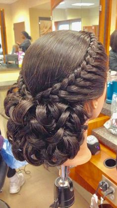 Quince Hairstyles, Bride Hairstyles, Hairstyles Haircuts, Pretty Hairstyles, Updo Hairstyle, Indian Hairstyles, Curly Hair Styles, Natural Hair Styles, Bridal Hair Buns