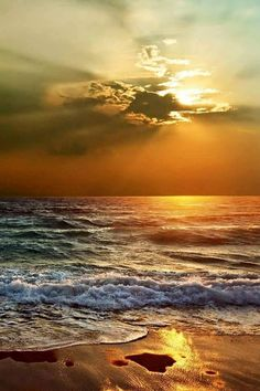 Dreaming of an ocean sunset. Beautiful Sunrise, Beautiful Beaches, Beautiful Ocean, Landscape Photography, Nature Photography, Photography Tips, Beach Scenes, Ocean Waves, Ocean Sunset