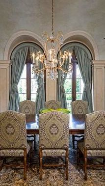 Fabulous room and love, love the arched drapery treatments Shaped Windows, Arched Windows, Window Coverings, Window Treatments, Traditional Dining Rooms, Drapery Designs, Drapery Panels, Window Dressings, Window Styles