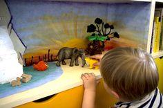 Spiellandschaft im Bücherregal - Safari im Wohnzimmer
