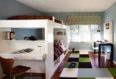 un lit superposé hyper pratique avec bureau dans le sens de la largeur