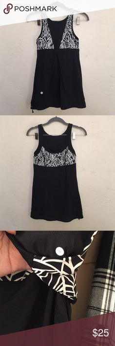 Lululemon Pretty Palm Print Tank In excellent condition. No snags or stains. This tank does not have a built in shelf bra Tops Tank Tops