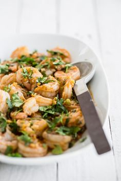 Szechuan Shrimp Stirfry - This Szechuan shrimp stir fry recipe is quick and easy to make and has a deliciously balanced sweet - salty - spicy Asian sauce everyone loves!