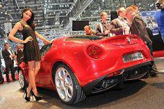 Ce alegeţi: maşinile sau fetele de la Geneva 2013?