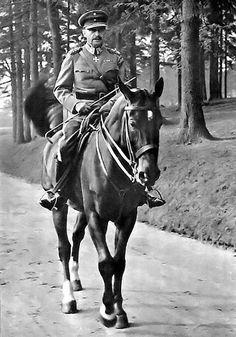 Field Marshal Mannerheim on a horse 1940s.
