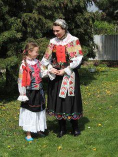 Skačany , Ponitrie Amazing People, Good People, Folk Costume, Costumes, Folk Clothing, European Countries, Czech Republic, Harajuku, Faces