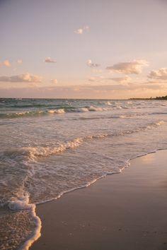 Guacamole on The Beach, Mexico (The Londoner) Beach Aesthetic, Summer Aesthetic, Aesthetic Photo, Travel Aesthetic, Aesthetic Pictures, Cream Aesthetic, Nature Aesthetic, Aesthetic Collage, Brown Aesthetic