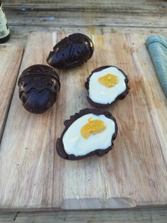 Here is the recipe for three of our favourite chocolate eggs - Bounty Egg, Caramel Egg and the ultimate Creme Egg! They are gluten free, dairy free and a sup. Healthy Sweet Treats, Healthy Snacks, Happy Pear Recipes, Meals For Three, Dairy Free, Gluten Free, Creme Egg, Egg Recipes, Sugar Free