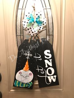 Christmas Wood, Christmas Signs, Christmas Projects, All Things Christmas, Snowman Crafts, Holiday Crafts, Snowman Door, Wood Tags, Christmas Door Decorations