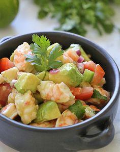 De volgende koude gerechten bevatten allemaal weinig calorieën en kunnen zowel als lunch als in de avond gegeten worden. Van licht tot vullend en van vis tot vega: hier zit gegarandeerd ook een nieuwe favoriet voor jou tussen! 1. Witte bonen caprese salade. 2. Zeewiernoedels met kool en knoflook-amandel dressing. 3. Mango, habanero peper en […]
