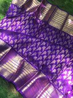 Classy kanjeevaram for the beautifulBrides . Blue Silk Saree, Kanjivaram Sarees Silk, Chanderi Silk Saree, Wedding Silk Saree, Indian Silk Sarees, Soft Silk Sarees, Bridal Sarees, Pattu Saree Blouse Designs, Half Saree Designs