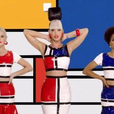Photo de Katy Perry This is how we do, la robe Mondrian d'Yves Saint Laurent mise à l'honneur.