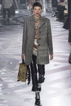 Louis Vuitton Fall 2016 Ready-to-Wear Fashion Show - Tamy Glauser