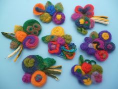 bolas de fieltro comprar chile - Buscar con Google Felt Crafts, Diy Crafts, Diy Projects To Try, Hobbies And Crafts, Needle Felting, Crochet Necklace, Wool, Creative, Handmade