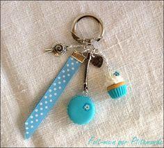 Porte-clé macaron bleu et cupcake en pâte fimo