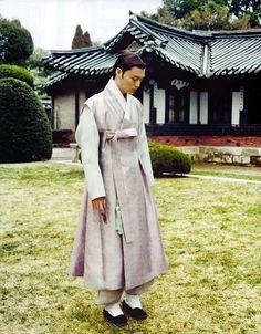 Hanbok by Lyn: https://www.facebook.com/hanboklynn