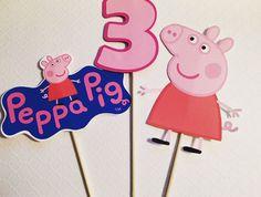 Centro de mesa palillos de Peppa Pig por ThePrettyPartyShop en Etsy