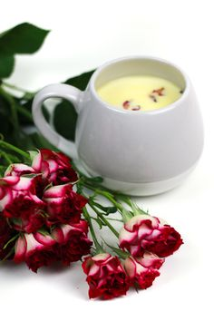 Make Valentine's Day a little sweeter with a cozy cup of Rose White Hot Chocolate. Sharing a batch of this creamy, floral nectar is just as romantic as giving (or receiving) chocolates and a dozen roses! Christmas Food Gifts, Homemade Christmas Gifts, Christmas Fun, Beer Recipes, Candy Recipes, Frozen Drink Recipes, Homemade Food Gifts, Hot Chocolate Recipes, Dozen Roses
