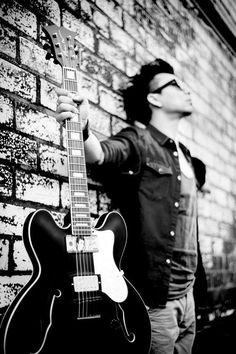 New guitar. © www.ruudC.nl Band promo