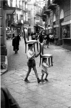 children carrying chairs, palermo, 1960 photo by enzo sellerio, from photobox: bringing the great photographers into focus Henri Cartier Bresson, Black White Photos, Black And White Photography, Candid Photography, Street Photography, Vintage Photographs, Vintage Photos, Vintage Italy, French Photographers