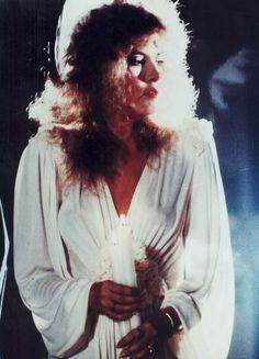 Pale Shadow Dust Woman: Photo
