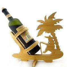 Un suport de vin cu palmier si pescar pentru pasionati un cadou sublim pentru orice barbat