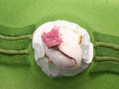Mont Fuji  · Fleur de sakura cristallisée · Sorbet de litchi · Meringue citrique · Mousse légère de châtaigne · Biscuit et crémeux de thé vert matcha #patisserie #pastry #pasteleria #sweet #gourmandes #gourmet #cake #chocolat #recipe #recette #receta