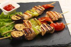Deliciosas brochetas de pollo con verduras  #brochetas #pinchosmorunos #pinchitos #brochetasdepollo #brochetasdepolloconverduras #recetasdepollo #recetasdecarne