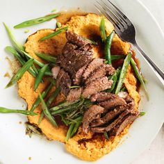 Stuck for a meal idea? Try adding some Lemon Thyme Lamb with Carrot Hummus to the menu 👌