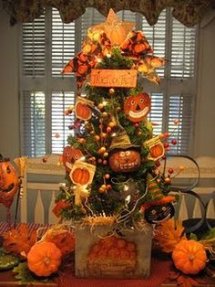 Pumpkin tree for Halloween Halloween Mono, Halloween Trees, Holidays Halloween, Halloween Pumpkins, Halloween Crafts, Happy Halloween, Halloween Decorations, Halloween Party, Halloween Stuff