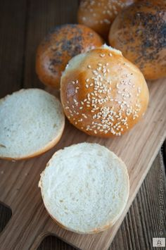 Food Cakes, Hamburger, Cake Recipes, Food And Drink, Bread, Baking, Breakfast, Cook, Food Recipes
