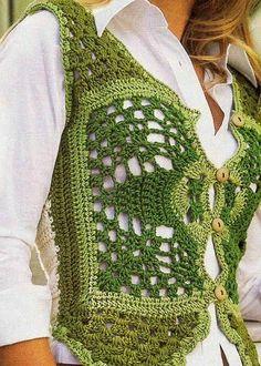 Belo colete de crochê, com ponto fantasia na parte da frente; as costas em ponto alto, na cor cru.
